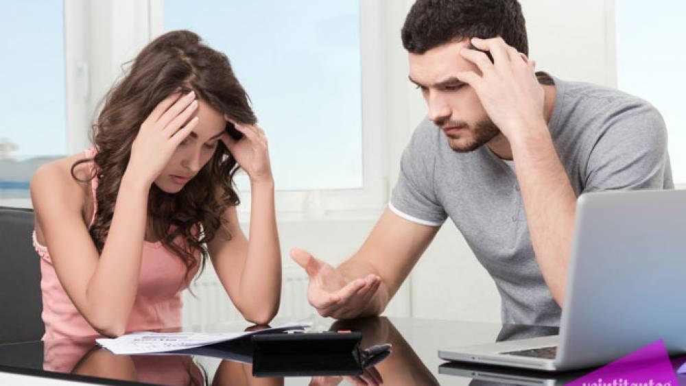 discusión en parejas por dinero