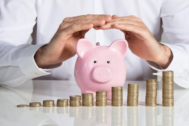 Persona una cuenta de ahorro