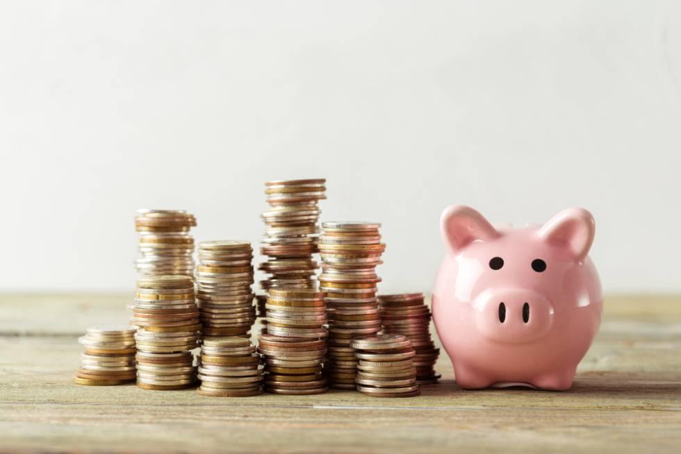 Persona abriendo cuenta de ahorro