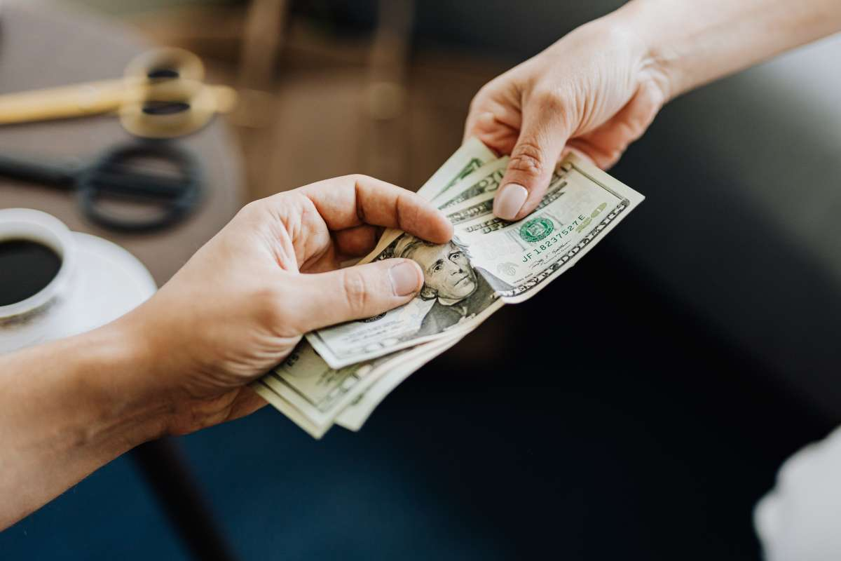 prestar dinero amigos