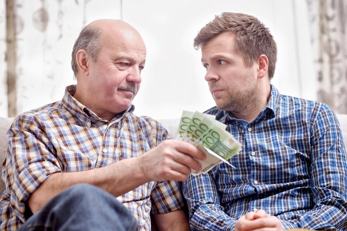 prestar dinero familiar